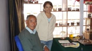 Tibetaanse arts met dochter